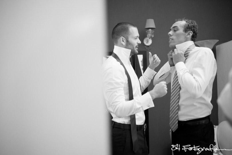 fotografo de bodas la plata, fotoperiodismo de bodas la plata, fotografo de casamientos la plata, fotografia documental de bodas, la plata, argentina, novio, novios, preparacion novio, habitacion novio