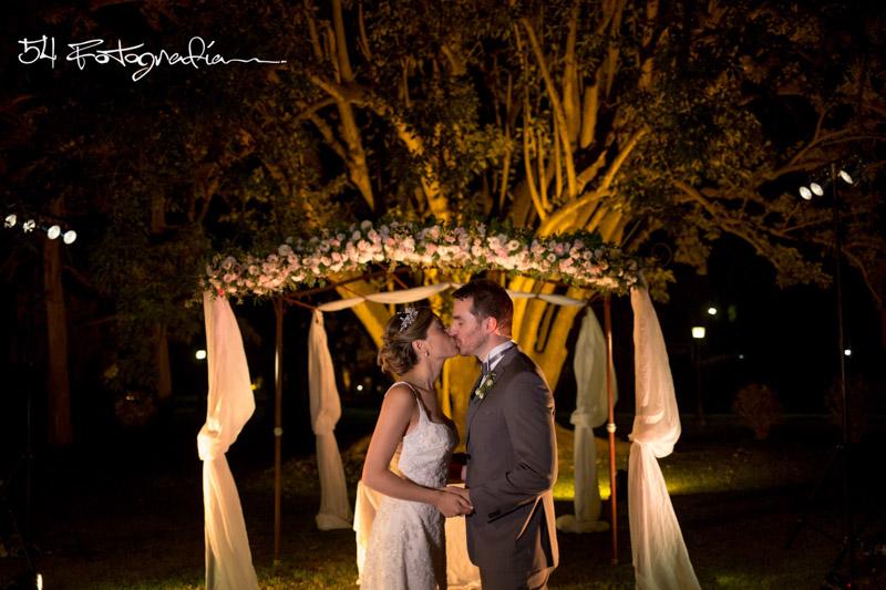 fotografo de bodas, fotografo de casamientos, fotografia de bodas buenos aires, fotografo de casamientos buenos aires, fotoperiodismo de bodas, foto de bodas, foto de casamientos, ceremonia exterior, ceremonia casamiento, ceremonia boda, pilar, buenos aires